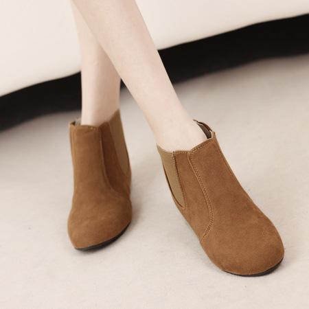 Corean Round Toe Flat Low Heel Brown Suede Short Cavalier Boots