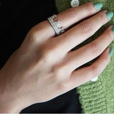 Fashion 4 Pcs Diamond Embellished Crown Patter Metal Ring