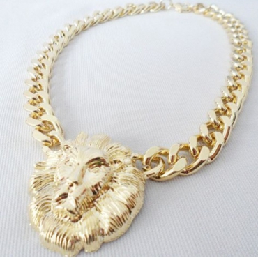 Fashion Golden Lion Pendant Weaved Metal Necklace