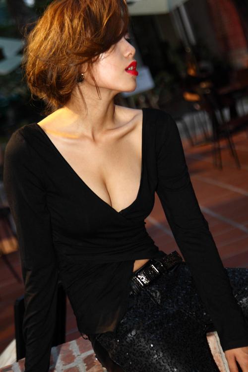 Sexy V Neck Long Sleeve Black Polyester T-shirt