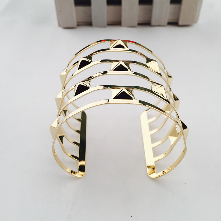 Cheap  Fashion Golden Hollow-out Desgin Metal Bracelet