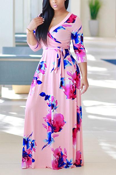 Moda cuello en V mangas de tres cuartos de flores de color rosa sano vestido de tela de longitud vestido