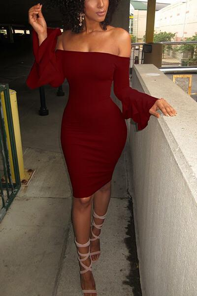 Stilvolle Tau Schulter lange Ärmel Falbala Design Wein rot Polyester Mantel knielangen Kleid