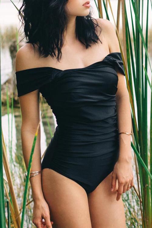 Reizendes Reizvolles Bateau Ansatzfaltenentwurfs-schwarze Spandex Einteilige Swimwears