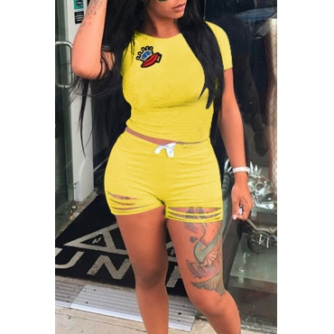 LovelyLeisure Round Neck Hollow-out Yellow Blending Two-piece Shorts Set