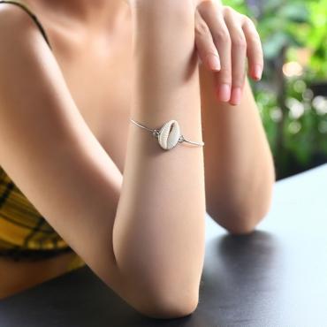 Lovely Euramerican Shell Shape Silver Metal Bracelet