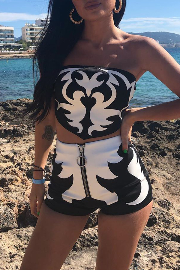 Lovely Casual Printed Zipper Design Black-white Two-piece Shorts Set