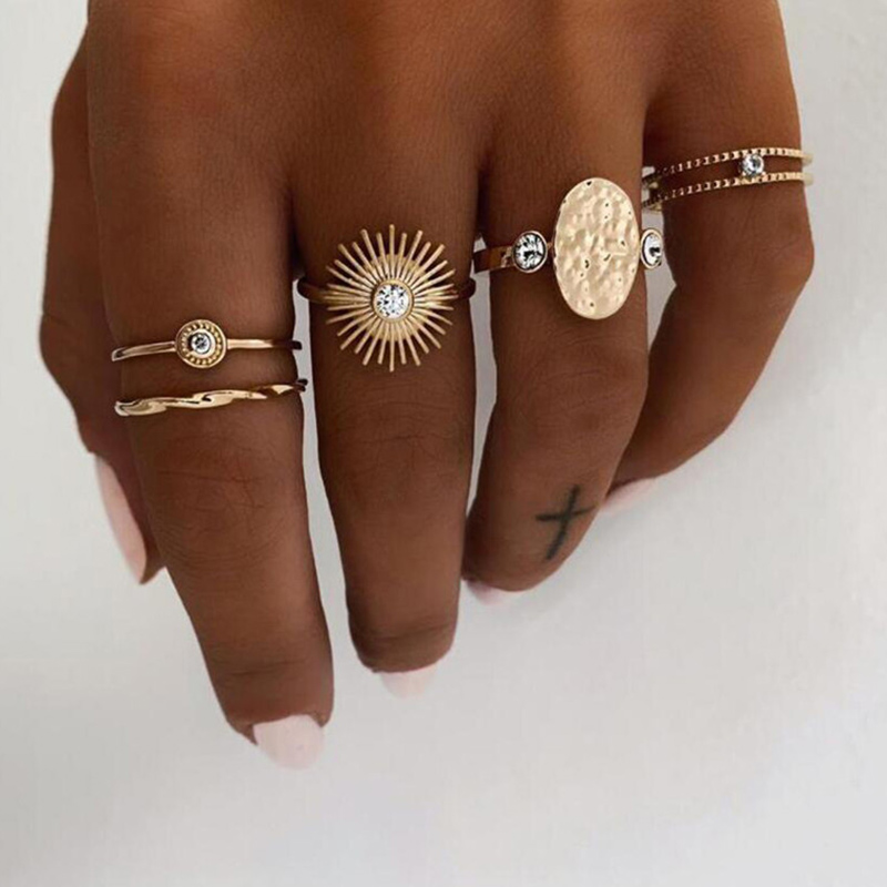 Lovely Chic 5-piece Gold Ring