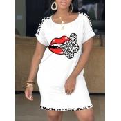 Lovely Casual O Neck Lip Print White Knee Length Dress