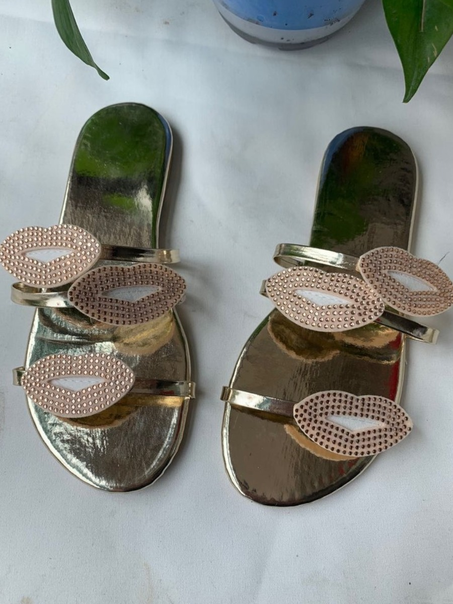 LW Casual Lip Decoration Gold Slippers
