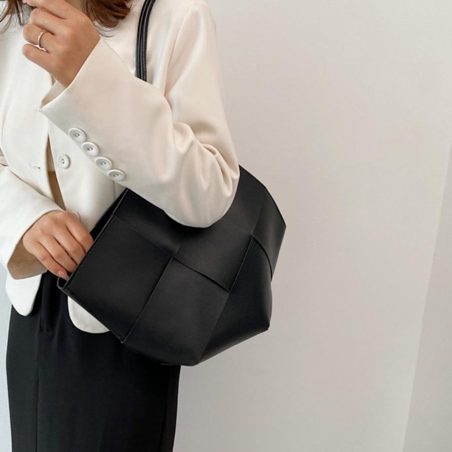 LW Split Joint Asymmetrical Shoulder Bag